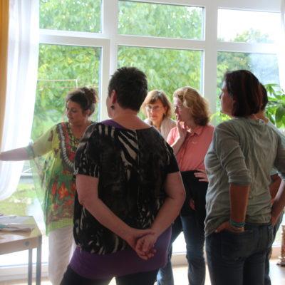 Haus der Gesundheit, Eröffnung, Elke Longin demonstriert für Kunsthandwerk Workshop